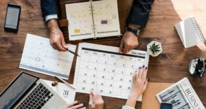 Wenn Meetings richtig geplant und organisiert werden, ist das Einsparungspotenzial hoch (Foto: Rawpixel on Unsplash)