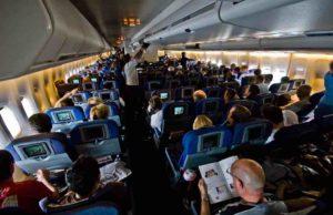 Wie Sie im Flugzeug den besten und bequemsten Sitzplatz finden (Foto: Rene Ehrhardt CC BY 2.0, via Wikimedia Commons)