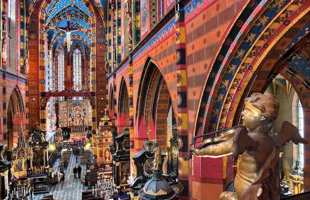 Im Hauptschiff der Marien-Kathedrale von Krakau (Foto: POT)