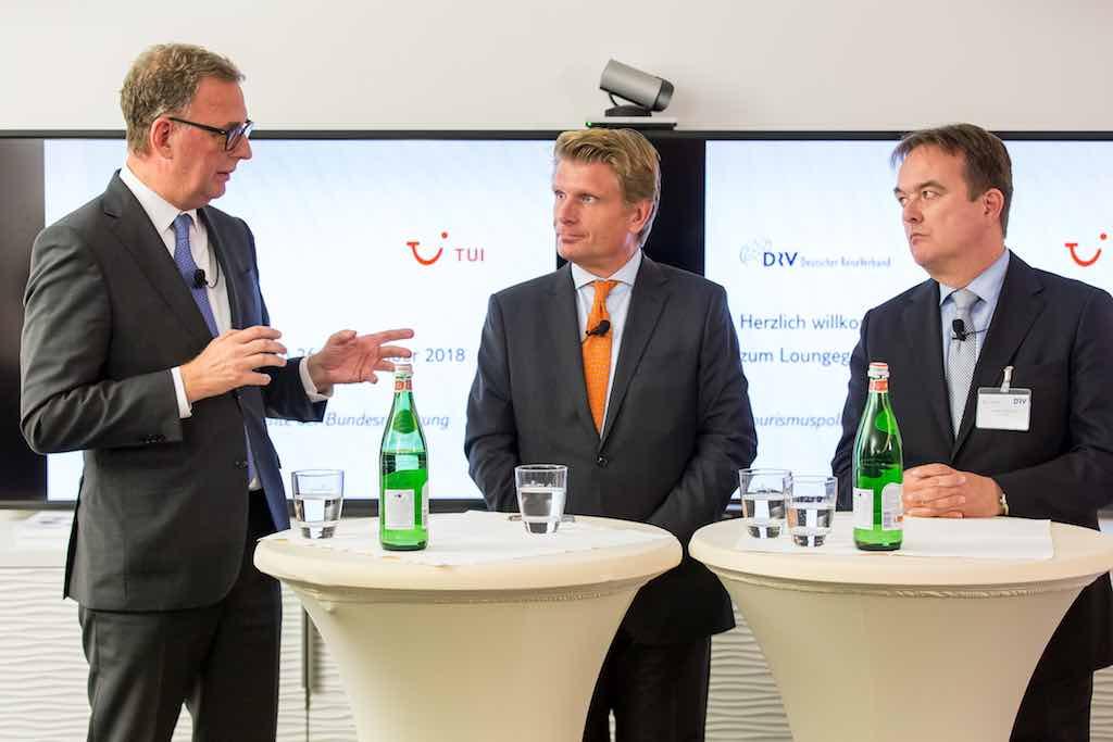 Lounge-Gespräch zum Thema Urlaubssteuer mit Norbert Fiebig (DRV), Staatssekretär Thomas Bareiß und und Frank Püttmann, Head of Public Policy TUI Group (Foto: TUI)