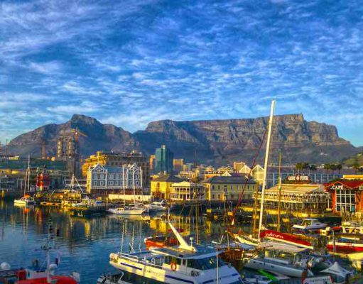 Die südafrikanische Metropole Kapstadt wird wieder von Austrian Airlines angeflogen (Foto: Heinrich Botha, Pixabay)