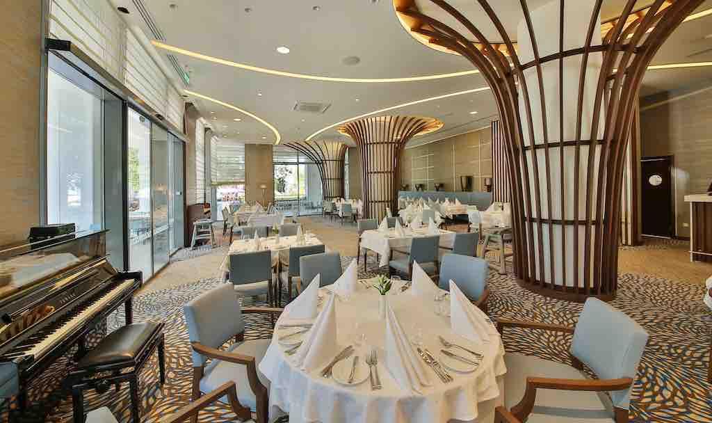 Mehrere Restaurants im Maritim Hotel Blue Paradise Albena tischen kulnarische Köstlichkeiten auf