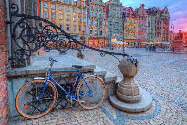 Den altstädtischen Marktplatz von Breslau, einst Kreuzung vieler europäischer Handelsstraßen, zieren Bauwerke verschiedener Stilepochen (Foto: POT)