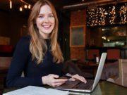 Junge Businessreisende im Focus der Branche