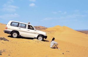 Im Sultanat Oman mit persönlichem Scout auf eine Jeep-Tour in die Wahiba Sands WüŸste fahren (Foto: Studiosus)
