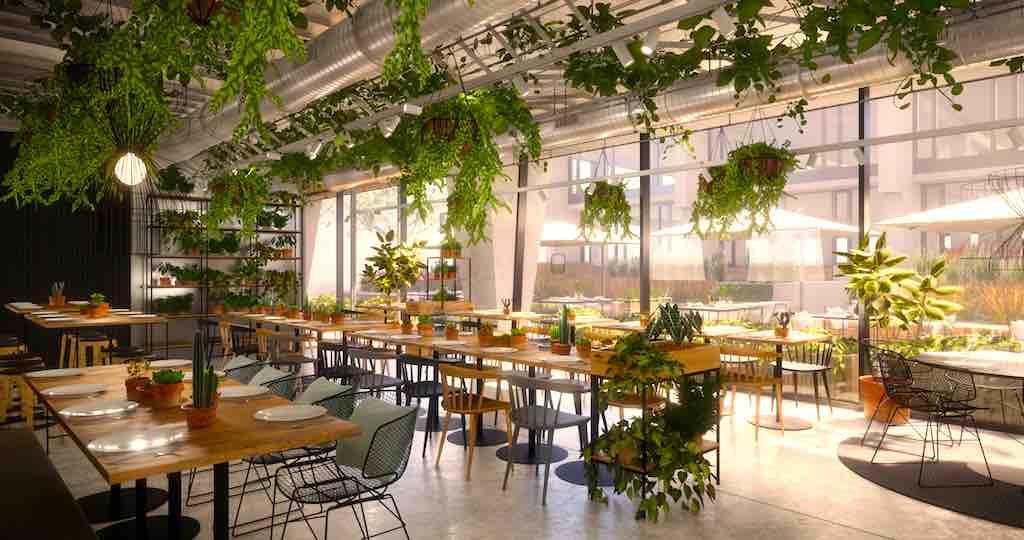 Das Greenhouse Restaurant im neuen Hotel Mokotow Warsaw mit viel Grün und Sonnenlicht (Foto: Vienna House)