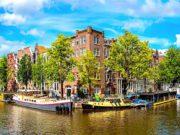 Übernachten in Amsterdam ist teuer. Wer außerhalb der Metropole übernachtet, spart bis zu 40 Prozent (Foto: Sergii Figurny, Fotolia)