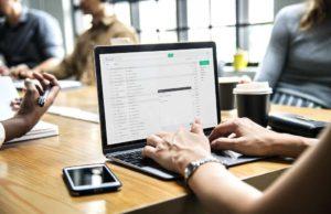 Sekundenschnell per Mail oder SMS ist jetzt für KMU das Buchen von Geschäftsreisen möglich (Foto: Pixabay)