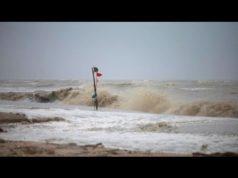Das aktuelle Video über den Tropensturm Pabuk wurden von Miek auf YouTube geladen