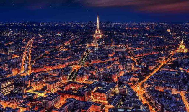 Paris kommt nicht zur Ruhe: Gelbwesten und Polizei liefern sich Straßenschlachten auf dem Prachtboulevard Champs-Élysées. Auch in anderen Städte Frankreichs kam es zu Demonstrationen (Foto: Walkerssk, Pixabay)