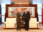 Akbar Al Baker, CEO von Qatar Airways, und Wang Changshun, Präsident von China Southern Airlines Company Limited, setzen künftig auf enge Zusammenarbeit in der Luftfahrt (Foto: Qatar Airways)