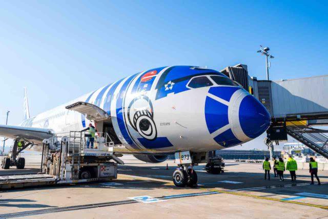 Täglicher Direktflug von Wien nach Tokio mit dem Dreamliner in der Star Wars-Bemalung (Foto: Tobias Bosina)
