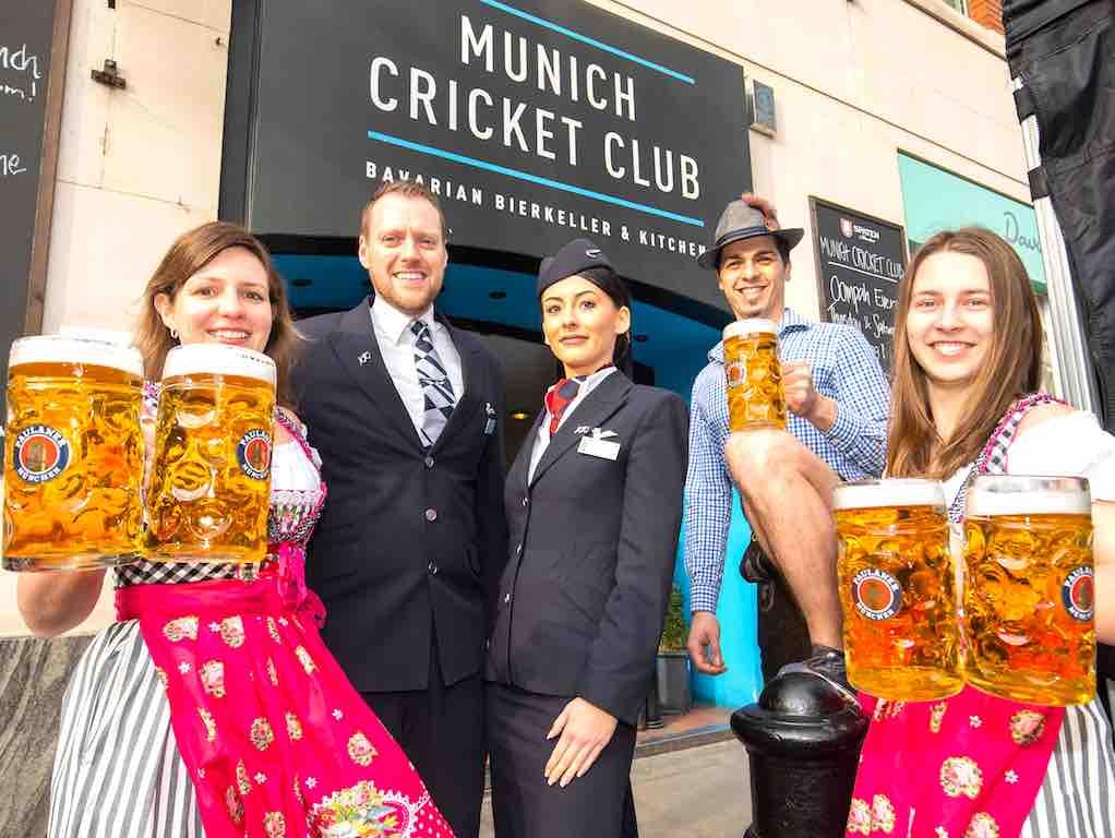 Im Münchner Cricket Club wurde die neue Flugverbindung von British Airways mit Bier gefeiert (Foto: BA)