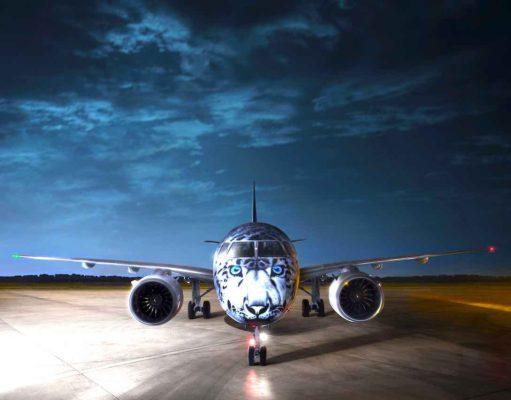 Die erste Embraer E190-E2 wurde an Air Astana in der Schneeleopard-Sonderbemalung ausgeliefert