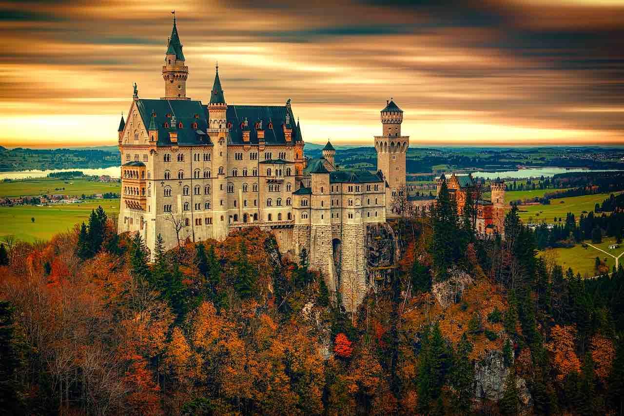 Die DZT-Kampagne lädt zum virtuellen Besuch ins Schloss Neuschwanstein ein  (Foto: Johannes Plenio, Pixabay)