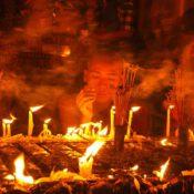 Wo Buddhisten beim Gebet ihr Glück finden (Foto: Maung Ne Lynn Aung, Pixabay)