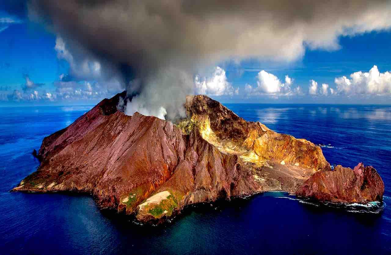 Naturkatastrophen wie etwa Vulkanausbrüche sind nicht selten (Foto: Julius Silver, Pixabay)