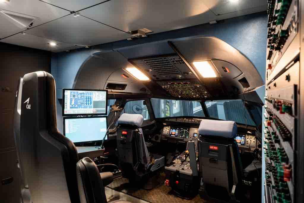 Cockpit im Airbus A320 Simulator: Im Lufthansa Aviation Trainingszentrum (LAT) erhalten Piloten die beste Schulung und Ausbildung (Foto: LAT)