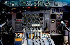 Davor haben viele Passagiere noch Angst: Autonomes Fliegen ohne Piloten im Cockpit (Foto: Michael Schwarzenberger, Pixabay)