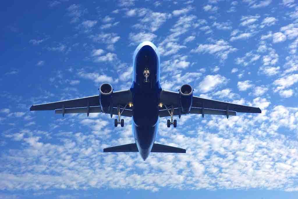 Viele Passagiere befürchten, dass autonome Flugzeuge von Terroristen gehackt werden können (Foto: Ralph Klein, Pixabay )