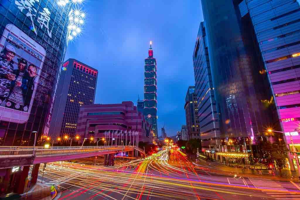 Taipeh, Hauptstadt von Taiwan, ist eine moderne aufstrebende Millionenmetropole mit viel Dynamik, Tradition, Kultur und Flair (Foto: Tingyaoh, Pixabay)