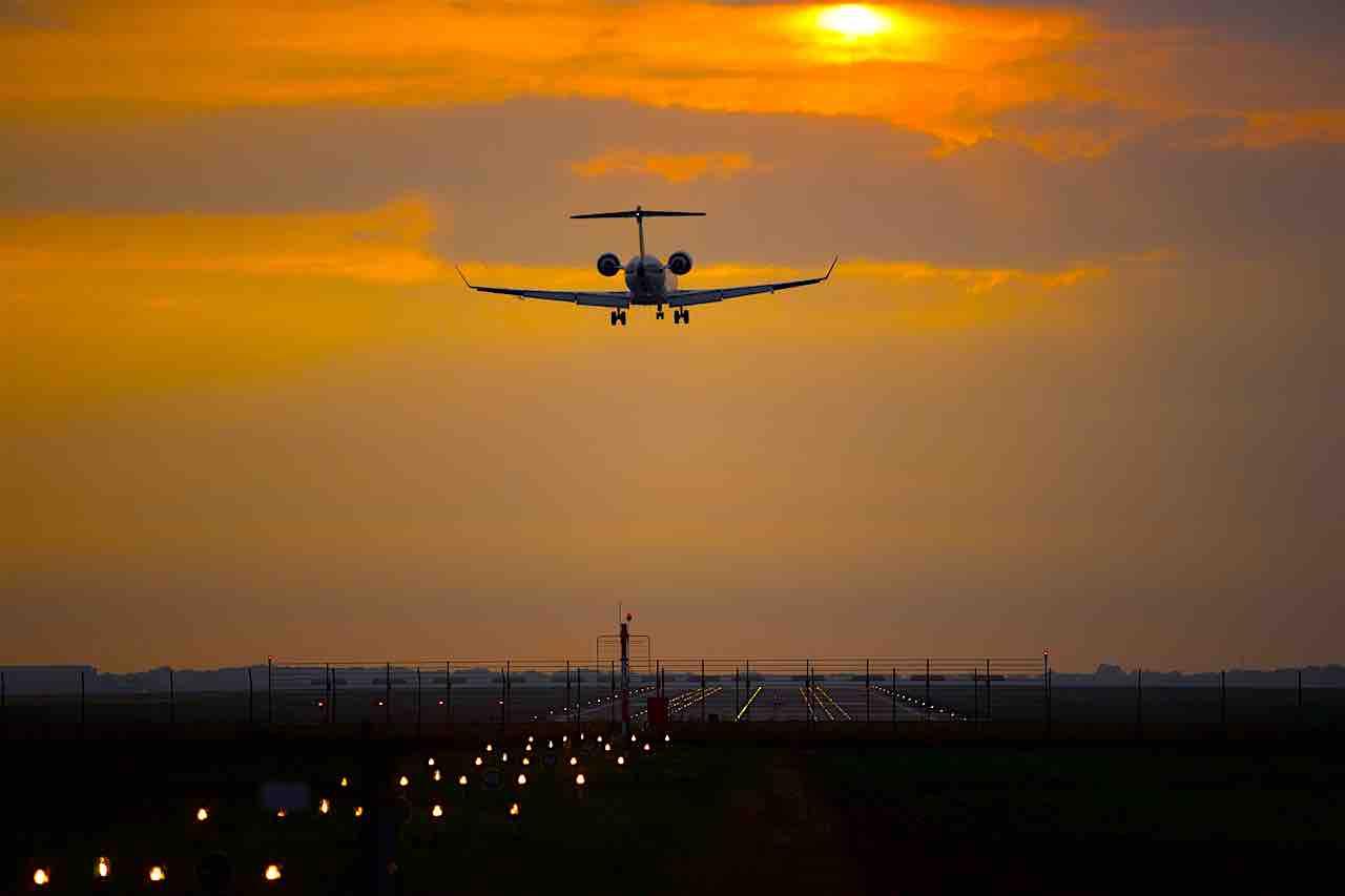 """Wegen gravierender Sicherheitsmängel sind 120 Airlines mit einem Lande- und Startverbot beleg (Foto: Bild von <a href=""""https://pixabay.com/de/users/butti_s-3409346/?utm_source=link-attribution&utm_medium=referral&utm_campaign=image&utm_content=3699300"""">butti_s</a> auf <a href=""""https://pixabay.com/de/?utm_source=link-attribution&utm_medium=referral&utm_campaign=image&utm_content=3699300"""">Pixabay</a>)"""
