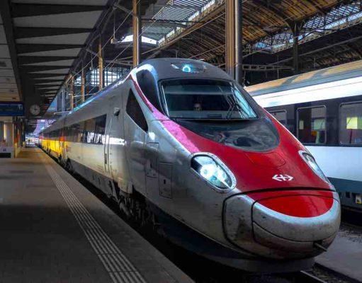 Bahn fahren statt Business Class fliegen: Schweizer Unternehmen setzen auf mehr Nachhaltigkeit bei Geschäftsreisen (Foto: Daniel Kern, Pixabay)