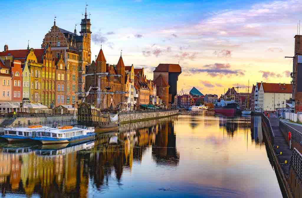 MICE-Destination Gdansk: Die geschichtsträchtige Hansestadt liegt an der Weichselmündung in die Ostsee und bildet Polens Tor zum Meer. Prachtvolle Patrizierhäuser und gotische Kirchen zeugen vom früheren Reichtum der mehr als 1000 Jahre alten Handelsmetropole Danzig