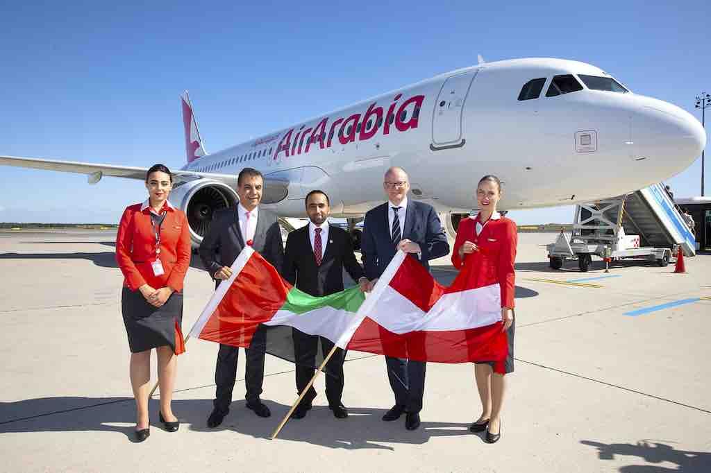 Adel Al Ali, CEO von Air Arabia, Exzellenz Ahmed Alshehhi, Botschaft der Vereinigten Arabischen Emirate, und Mag. Julian Jäger, Vorstand der Flughafen Wien AG begrüßten die Airline bei der Erstlandung in Wien