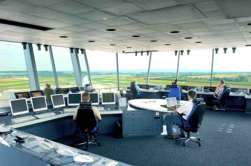 Um den dichter werdenden Flugverkehr nach und über Österreich reibungslos bewältigen zu können, will die österreichische Flugsicherheit jedes Jahr 40 neue Fluglotsen aufnehmen (Foto: Austro Control)