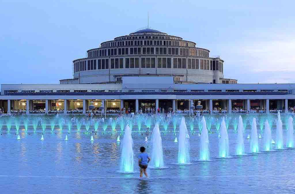 MICE-Destination Wroclaw: Die Metropole mit der imposanten Jahrhunderthalle an der Oder ist ein Treffpunkt der Nationen. Hier im Herzen Europas sind architektonische Dekadenz und Kosmopolitismus eng verbunden mit erlesenem Geschmack und Kunstverständnis
