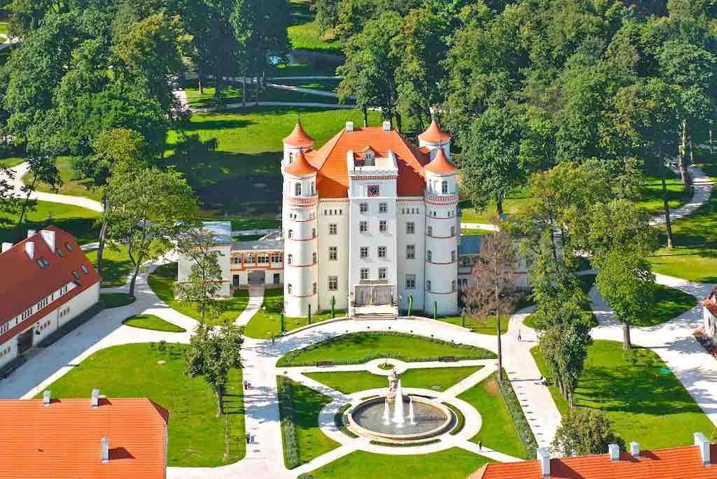 Polen als MICE-Destination hat eine Vielzahl an außergewöhnlichen Locations wie etwa das Schloss Schildau in Schildau (Wojanów) in der Woiwodschaft Niederschlesien. Es gehört zur Kulturlandschaft des Hirschberger Tals und war ursprünglich ein Wasserschloss (Foto: POT)