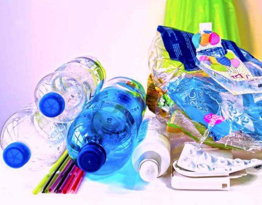 Acht Tipps für Geschäftsreisende, wie sie unterwegs Plastikmüll vermeiden (Foto: Stux, Pixabay)
