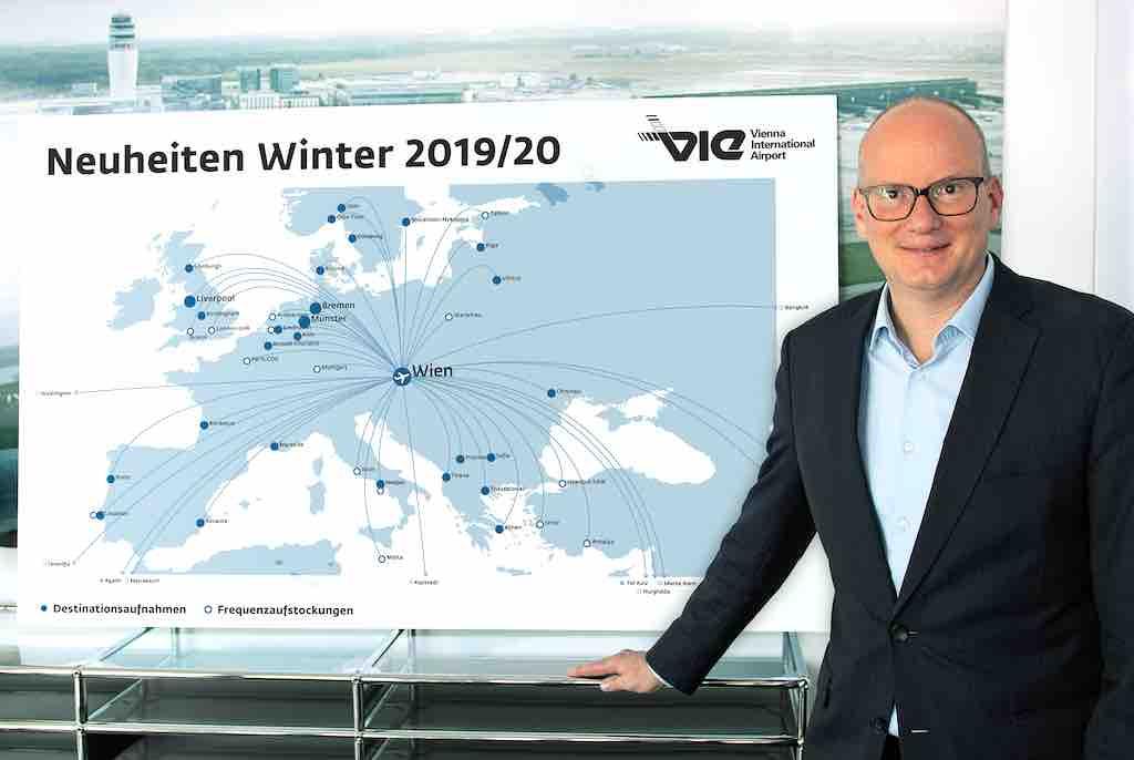 """Mag. Julian Jäger, Vorstand der Flughafen Wien AG ist stolz: """"Der heurige Winterflugplan bietet so viele neue Flugangebote wie nie zuvor!"""" (Foto: Flughafen Wien AG)"""
