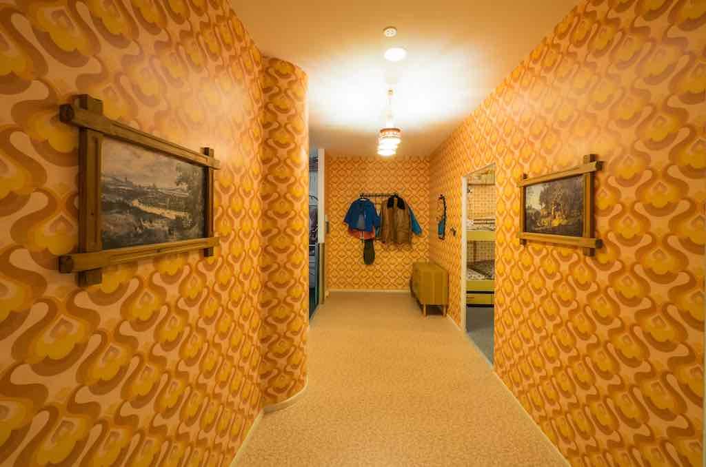 Ein Flur im Plattenbau: Besucher bekommen einen Einblick in das Leben der Bürger in der Deutschen Demokratischen Republik (Foto: Beigestellt)