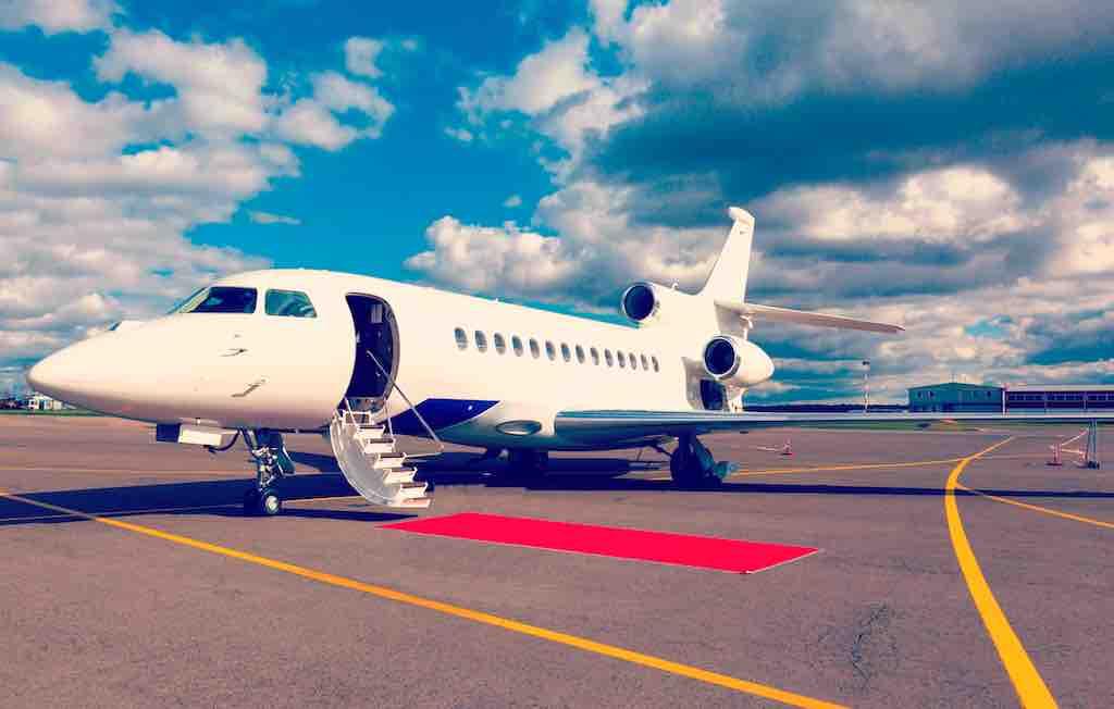 Mit dem Privatjet-Charter ist für Geschäftsreisende jede Destination erreichbar (Foto: Shutterstock)