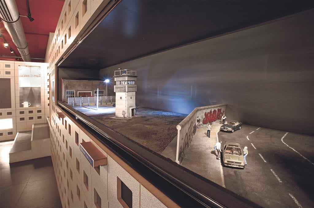 Gefährliche Grenze zwischen zwei deutschen Staaten: Die Berliner Mauer im Schaukasten( Foto: Beigestellt)