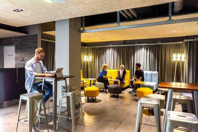 Ab Dezember 2019 kann man in der Lobby des a&o Hostel Wien Hauptbahnhof Self Check-in Terminals nutzen (Foto: KK, a&o Hostels)