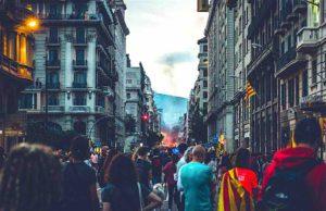 Das deutsche und österreichische Außenministerium warnen Reisende vor den gewalttätigen Demonstrationen in Barcelona (Foto: Antonia Cansino, Pixabay)