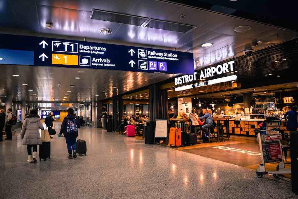 """Flughafen Helsinki ist wichtiger Umsteigeterminal für Flüge nach Asien (Foto: <a href=""""https://pixabay.com/de/users/Skitterphoto-324082/?utm_source=link-attribution&utm_medium=referral&utm_campaign=image&utm_content=3086764"""">Rudy und Peter Skitterians</a>, <a href=""""https://pixabay.com/de/?utm_source=link-attribution&utm_medium=referral&utm_campaign=image&utm_content=3086764"""">Pixabay</a>)"""