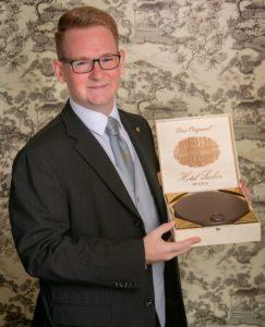 Nikola Farkas aus dem Hotel Sacher Wien ist der beste Rezeptionist der Welt (Foto: Matthias Silveri)