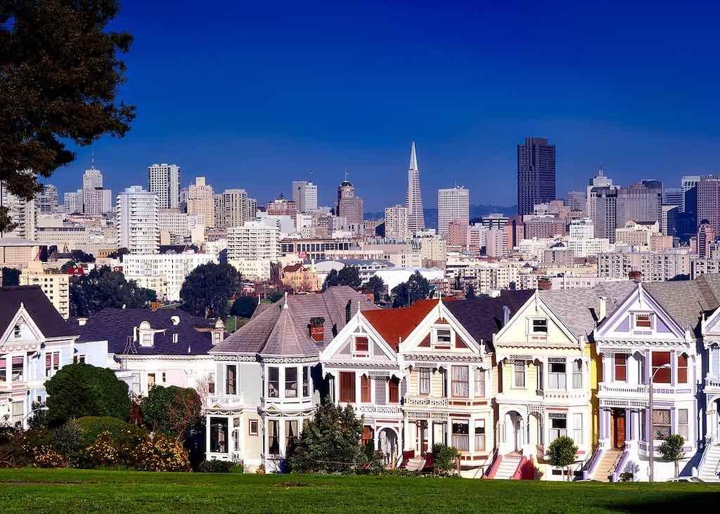 Im sonnigen San Francisco, Kalifornien, herrscht ein anderer Lebensrhythmus als in der gehetzten Millionenmetropole New York (Foto: David Mark, Pixabay)