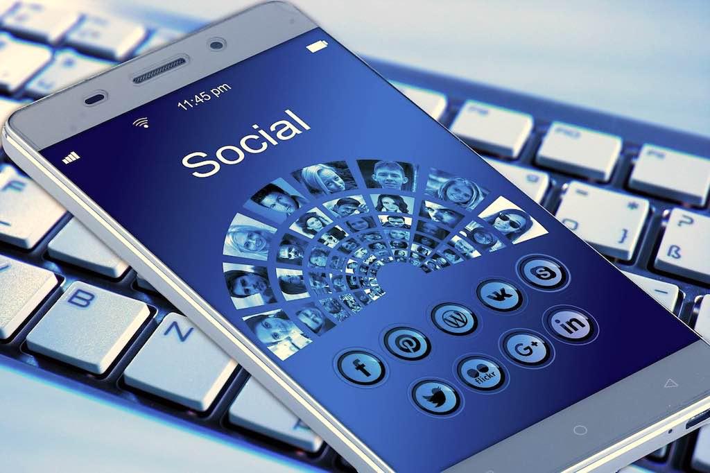 Wenn Social Media im Internet das Gute leugnen und das Böse verbreiten (Foto: Pixabay, Gerd ALtmann)