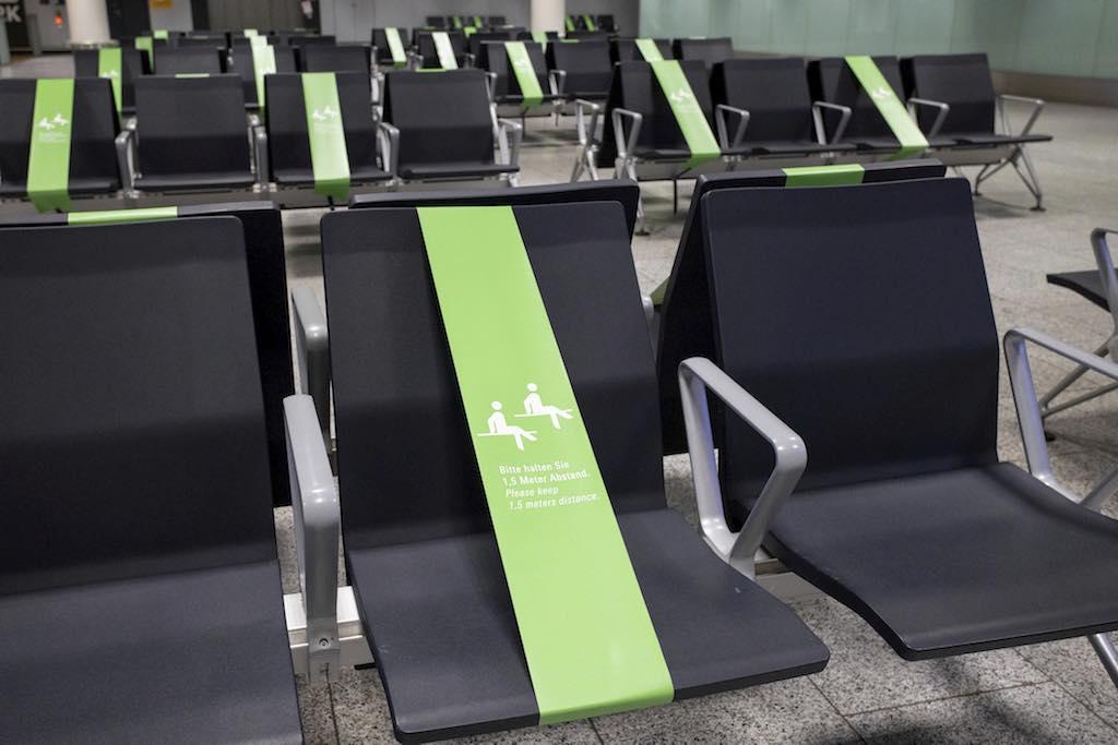 Sicheres Fliegen: Abstandsregelungen auch in den Wartezonen am Flughafen Frankfurt (Foto: Fraport AG)