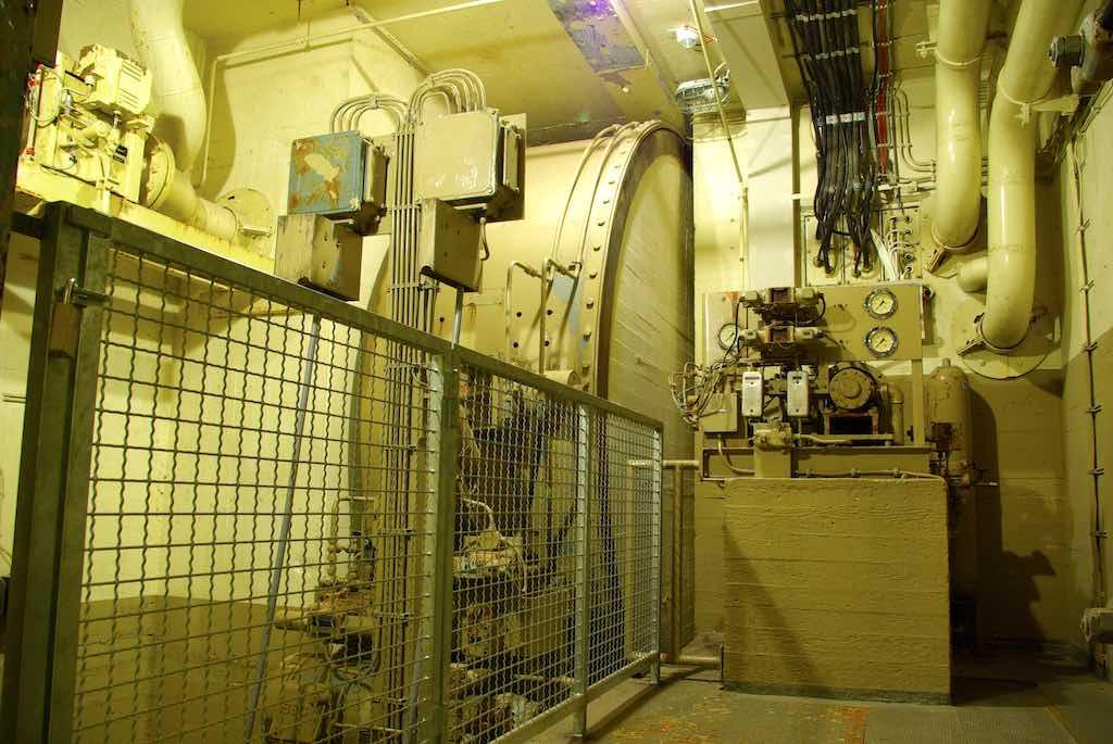 Das Roll-Haupttor von MAN konnte hydraulisch und luftdicht von innen geschlossen werden (Foto: Sascha Kelschenbach)