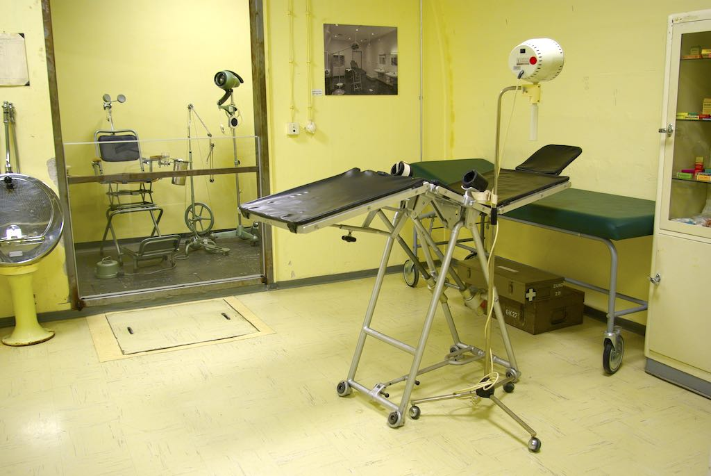 Das dunkle Geheimnis der Bonner Regierung aus dem Kalten Krieg: Im Sanitätsbereich wurde sogar ein Krankenhaus und eine Zahnarztpraxis errichtet (Foto: Kajo Meyer)