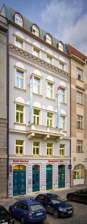 """Das Boutique-Hotel mit 53 Zimmern und Suiten befindet sich in einem denkmalgeschützten Gebäude im Stil des Rondokubismus, dem """"Tschechischen Art Déco"""""""