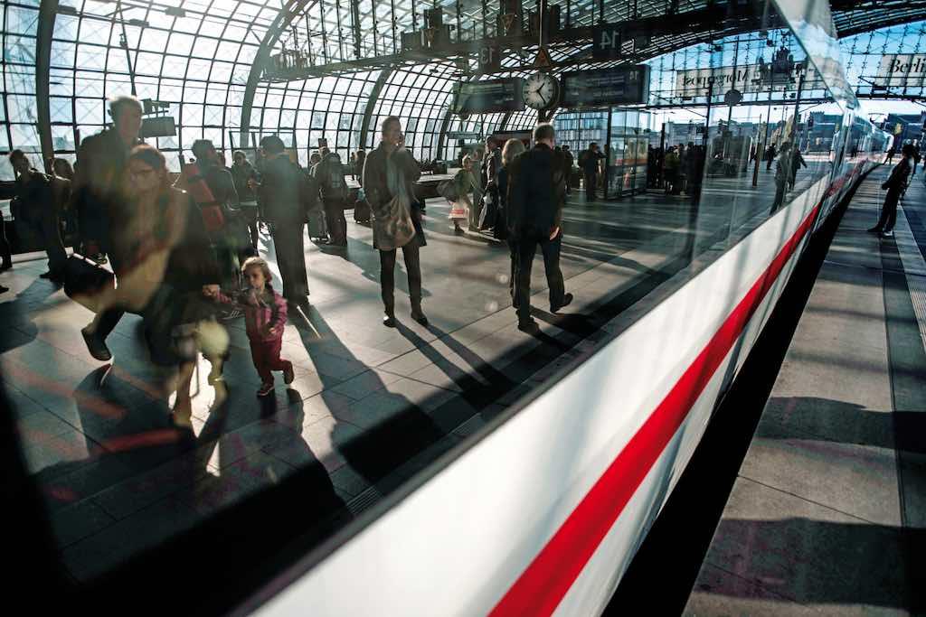 Die Deutsche Bahn ist auf innerdeutschen Städteverbindungen gefragter als Fluggesellschaften (Foto: DB, Oliver Lang)