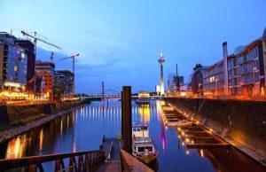 Moderne Architektur und Denkmalschutz - das architektonisch und städtebaulich am stärksten beachtetes Gebiet von Düsseldorf, der Landesmetropole von Nordrhein-Westfalen, liegt am Südwestrand der City, direkt am Rheinstrom (Foto: © Oliver Franke, NRW Tourismus)