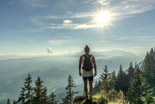 Wanderungen und Spaziergänge durch die Zeitgeschichte: Eine aufklärende Spurensuche auf 35 Wegen kreuz und quer durch die Alpenwelt (Foto: Ales Krivec, Pixabay)
